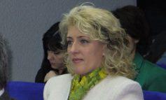 Blonda care le-a sucit mințile președinților CJ din Galați și Brăila (foto)