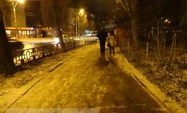 Prima ninsoare în Galați. Trotuarele încălzite de primarul Stan rezistă (foto)