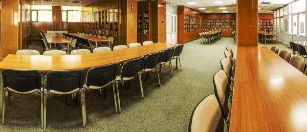 Universitatea Danubius scoate la concurs un post de bibliotecar