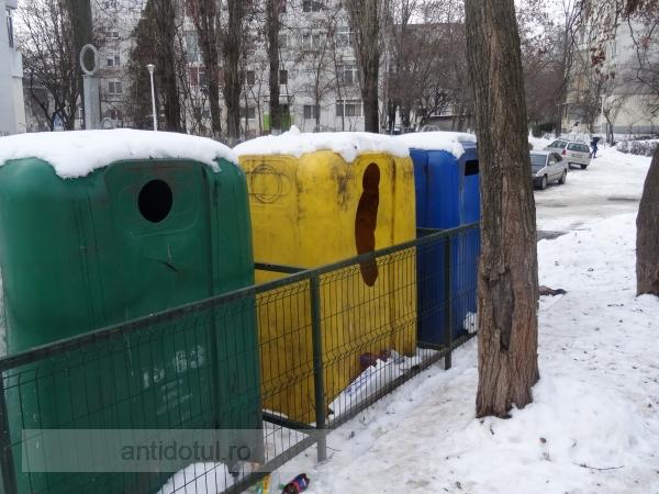 Țiganii au găsit o soluție să fure pînă și din igluurile securizate ale Ecosal (foto)