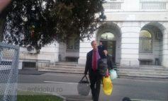Primarul Simionescu se plimbă liber printre noi