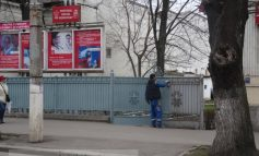 Înainte de alegeri, la PSD Galați a fost vopsit gardu' (foto)