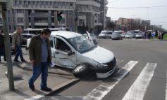 Impact rutier devastator în intersecția de la Palatul de Justiție (galerie foto)