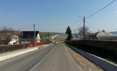 Așa arată un drum județean din Iași. Iar ăsta e un drum național din Galați