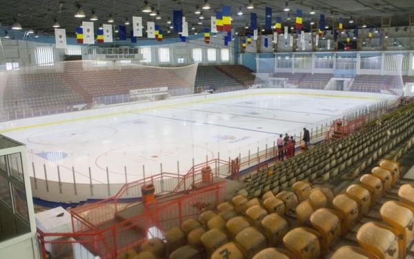 Într-un oraș care se duce la fund, unii vor să organizeze campionat mondial de dat pe gheață