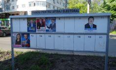Nesimțire: jumătate dintre candidați nu au nici acum afișe la panourile electorale