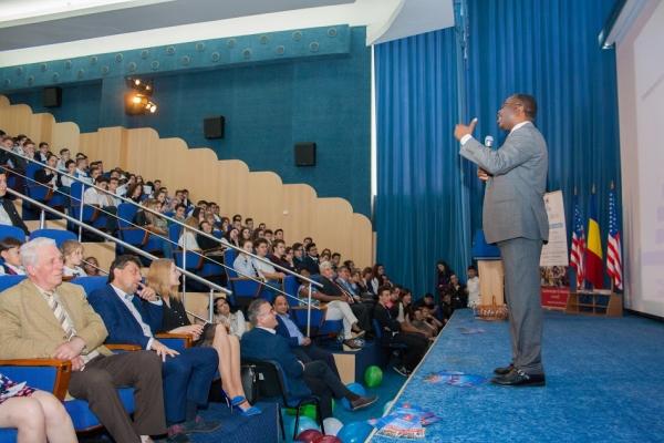 """Workshopul internaţional U.S. CAREER DAY, un eveniment organizat cu ocazia Zilei Porţilor Deschise a Universităţii """"Danubius"""""""