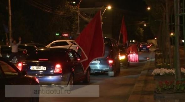 Sute de pesediști au urlat ca gibonii, la ora 3.00 dimineața, pe străzile Galațiului
