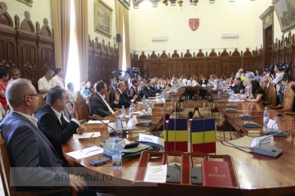Cronică de film prost: prima ședință a Consiliului Local a avut loc la fix o lună de la alegeri