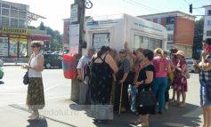 Există ceva mai rău decît sauna din autobuzele Transurb: lunga așteptare în stațiile supraîncălzite