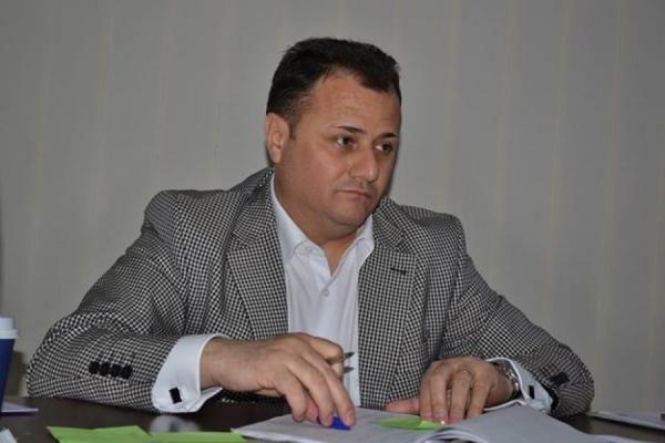 "Viceprimarului Picu Apostol Roman i se va cînta ""pa pa la cantina ta"""