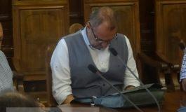 Hal de director: Marian Alexandru dădea sms-uri pe sub masă, la o întîlnire oficială (foto)
