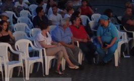 Handicapații politic - la VIP, persoanele cu handicap, lîngă gard (foto)