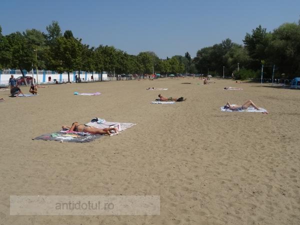 Înainte, Plaja Dunărea era mizerabilă. Acum, după deschidere, e doar oribilă (foto)