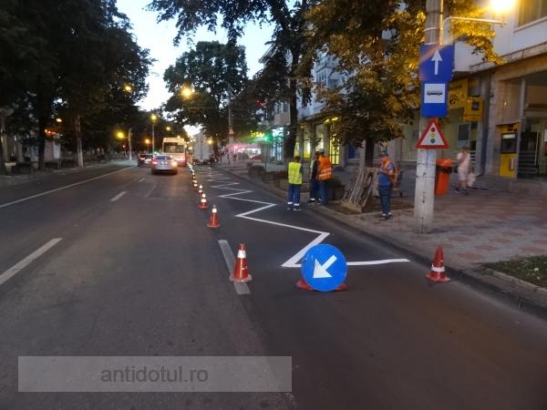 Prioritatea nr. 1 a primarului Pucheanu: vopsirea dungilor de pe asfalt (foto)