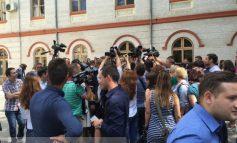 """Klaus Iohannis a fost selfuit în curtea Universității """"Dunărea de Jos"""""""