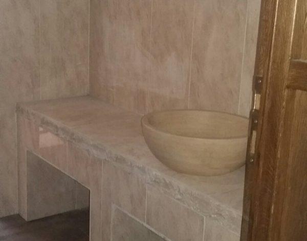 Lupta politică, faza pe bideu: primarul Tecuciului Hurdubae nu vrea să intre într-o baie făcută de fostul edil
