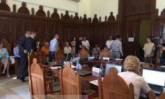 Ambramcircureală în Consiliul Local, unde miroase profund a parfum de (i)legalitate (video)