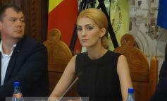 Sexy consiliera PSD Andreea Naggar se declară ruptă-n cur