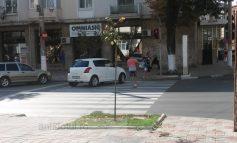 Un gălățean a parcat în mijlocul intersecției, pe trecerea de pietoni